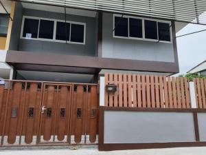 For SaleHouseKaset Nawamin,Ladplakao : 2 storey detached house for sale, newly renovated, 45 sq m., Intrarak Village, Nawamin 75.