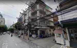 For RentShophouseSilom, Saladaeng, Bangrak : Commercial building for rent, only on the ground floor, good location, on Surawong Road, at the mouth of Soi