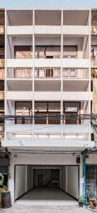 For RentShophouseSathorn, Narathiwat : LBH0158 Commercial building for rent, Soi 18, Chan Road, Sathorn, in the middle of the city, recently renovated.