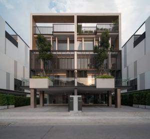 For SaleTownhouseRama9, RCA, Petchaburi : Rental / Selling : Townhome with Office Rama 9 📌 Private Lift & Roof Top Lounge 📌 2 Bed , 6 Bath 📌 57 sqw 📌 560 sqm 📌 6 Parking lot 📌 Office 🔥🔥Rental Price: 350,000 THB / Month 🔥🔥 (Full Furnisher) 🔥 🔥R