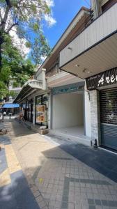 For RentRetailSilom, Saladaeng, Bangrak : BS739 for rent, area 35 square meters, next to Silom Road, near Wat Khaek, suitable for trading