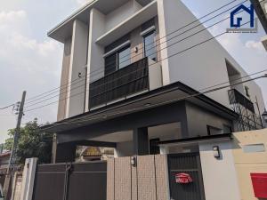 For SaleHouseOnnut, Udomsuk : Newly built house 46 sq.m. Zone Sukhumvit 71, 3 bedrooms 4 bathrooms 2 parking Newly built 184 sq.m. in Sukhumvit 71 3 beds 4 baths 2 cars
