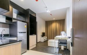 "For RentCondoSukhumvit, Asoke, Thonglor : 🚨 EDGE SUKHUMVIT 23 🚨 ""Hot deal!!! "" 1 bed 1 bath 43 sq.m. Floor xx : Price 26,000"