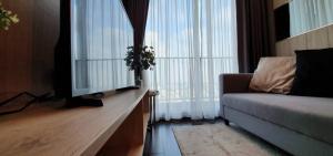 For RentCondoSukhumvit, Asoke, Thonglor : ⚡️⚡️ Urgent!!! For rent C Ekkamai East, beautiful room, ready to move in. If interested, add Line @flashrent⚡️⚡️
