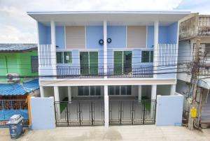 ขายทาวน์เฮ้าส์/ทาวน์โฮมสำโรง สมุทรปราการ : ขายบ้านTownhouseแฝด  สภาพดีRenovateเรียบร้อย พร้อมอยู่  ทำเลซอยศรีด่าน12  ใกล้ BTS แบริ่ง