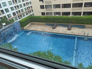For RentCondoThaphra, Wutthakat : Condo for rent Life @ BTS Tha Phra, beautiful room, pool view / @line chuenjit.j
