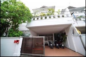 For RentHouseSukhumvit, Asoke, Thonglor : LBH0164 3-storey house for rent, 1 km from BTS Ekkamai and BTS Phra Khanong.