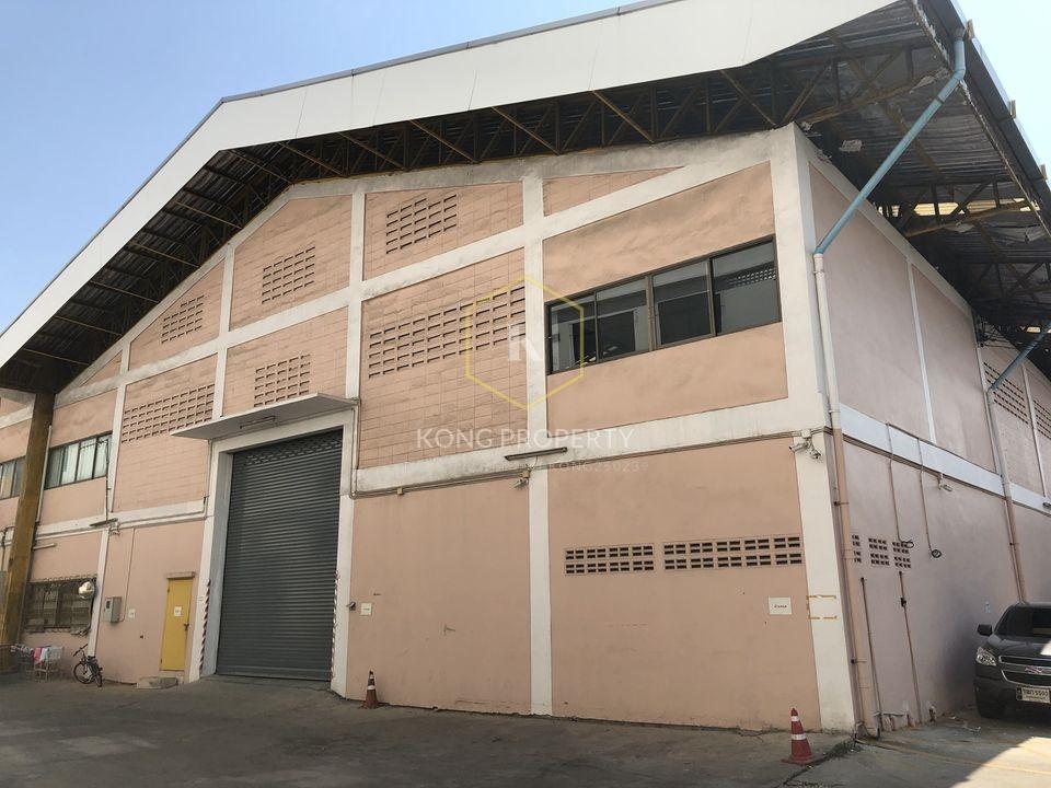 For RentWarehouseNakhon Pathom, Phutthamonthon, Salaya : Warehouse for rent, 2,000 sq.m., next to Phutthamonthon Sai 4 Road, Krathum Lom Subdistrict, Sampran District, Nakhon Pathom.