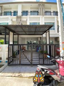 For SaleTownhouseKaset Nawamin,Ladplakao : 3 storey townhome for sale on Nawamin Road 86. The Plant City Village Nawamin 86, next to Tesco Lotus-Nawamin, ready to move in