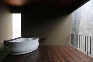 ขายบ้านโชคชัย4 ลาดพร้าว71 : Selling : Luxury House With Full Furniture and Private Pool , Lardprow 71 ( Central Esville , CDC ) 101 sqw , 700 sqm , 3 Floors , 4 Bed 5 Bath 1 Living Room , 4 Parking lot   🔥🔥Selling Price : 59,000,000 THB 🔥🔥  #Si