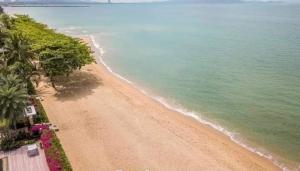 For SaleHousePattaya, Bangsaen, Chonburi : ฺBeachfront House/Villa for sale in Pattaya
