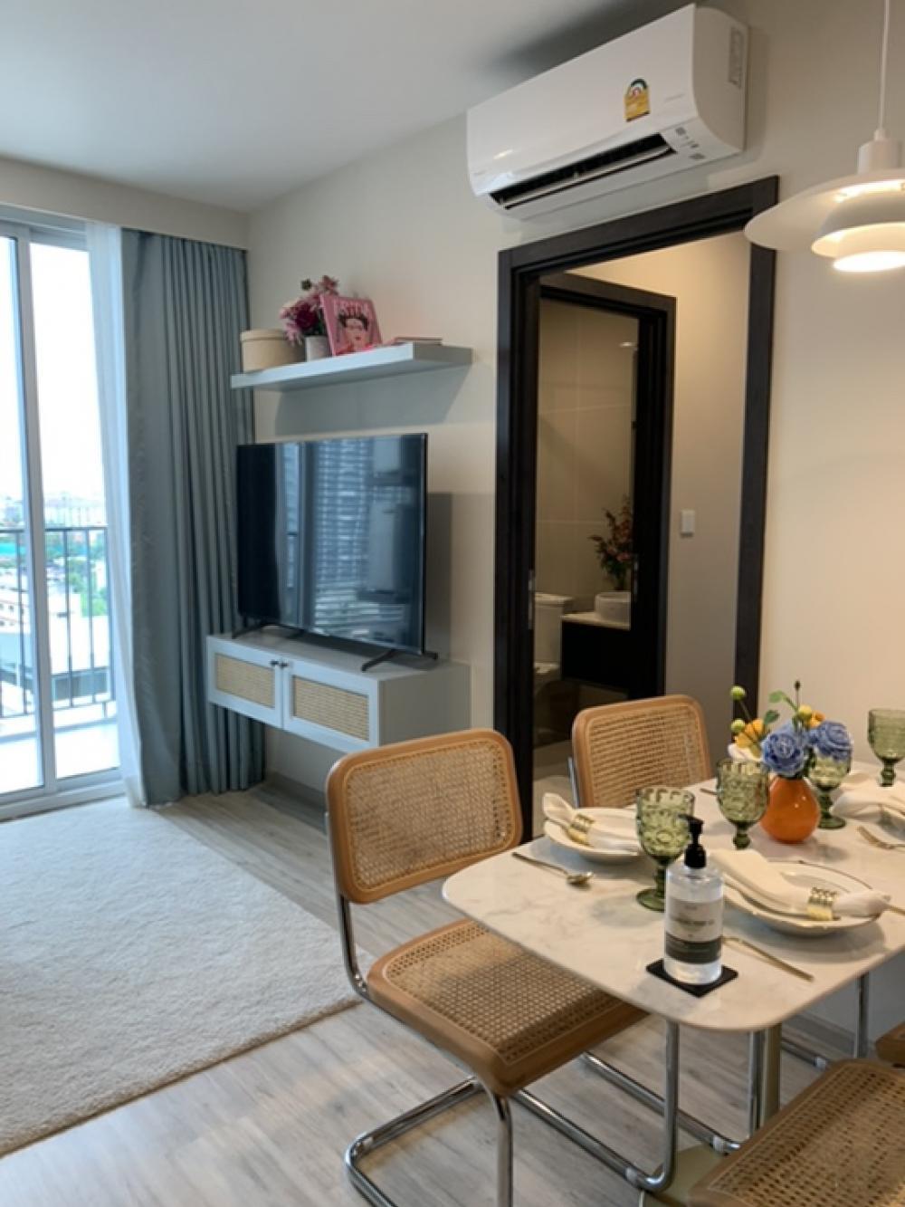 For SaleCondoRatchadapisek, Huaikwang, Suttisan : Luxury condo for sale, next to MRT Huailwang, Huai Khwang 75 m. MRT Huai Khwang 2/2 bed 51 sq m, price 6,990,000 baht (only one room)