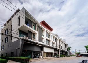 เช่าตึกแถว อาคารพาณิชย์นวมินทร์ รามอินทรา : For Rent ให้เช่าอาคารพาณิชย์ 4.5 ชั้น 2 คูหา ตีทะลุ โครงการ บี อเวนิว วัชรพล ริมถนนสุขาภิบาล 5 อาคารตกแต่งหรูมาก ตกแต่งสวย เหมาะเป็นสำนักงาน , Studio , เสริมความงาม , อื่น ๆ