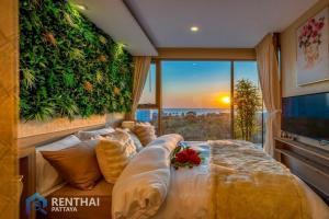 For SaleCondoPattaya, Bangsaen, Chonburi : Luxury Pattaya Condo Luxurious room, fully furnished, sea view, 4 million baht