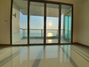 For SaleCondoPattaya, Bangsaen, Chonburi : Condo for sale near the Jomtien beach, 2 bedrooms, 103 sq m., sea view, only 14 million baht.