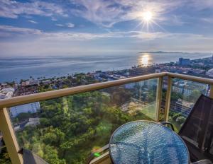 For SaleCondoPattaya, Bangsaen, Chonburi : Luxury condo for sale in Jomtien Sea view studio, high floor, fully furnished