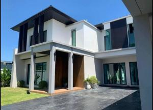 For RentHousePattanakan, Srinakarin : House for rent, 2 floors, 3 bedrooms, 7 bathrooms, Baan U Phatthanakan 58