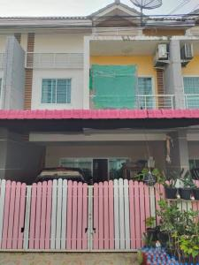 For SaleTownhousePattaya, Bangsaen, Chonburi : 2 storey townhouse for sale (Mee Suk Village 5) 3 bedrooms, 3 bathrooms, newly renovated, the whole house is 2.3 million, negotiable, free loan for every occupation, good credit, have money left