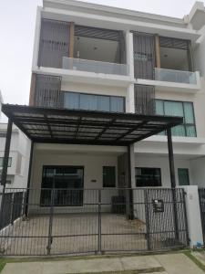 For RentTownhouseNawamin, Ramindra : Townhome for rent, 3 floors, 25 sq m., with 3 bedrooms, 4 bathrooms, in Ramintra 65 near Ekkamai-Ramintra Expressway, Fashion Island Department Store Rent 23,000/month