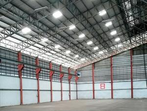 For RentWarehouseRathburana, Suksawat : For Rent Rent a factory, warehouse with cranes to transport goods. On Suksawat Road, near Paolo Hospital - Phra Pradaeng, warehouse area 1000 square meters, 40 feet trailer, easy access