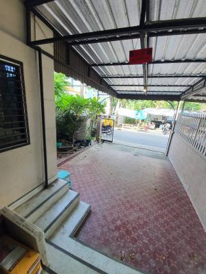 For RentHouseOnnut, Udomsuk : House for rent, Sukhumvit 93, Soi Phueng Mee, can be penetrated in every way, cheap price, can make an office