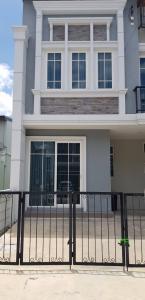 For RentTownhouseKaset Nawamin,Ladplakao : Townhome for rent, Golden Town 3, Ladprao-Kaset Nawamin, size 20 sq.wa., behind the corner, fully furnished.