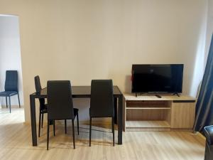 For RentCondoChengwatana, Muangthong : For rent... 2 bedrooms, 1 bathroom, fully furnished + electrical appliances There is a washing machine for only 13000.-/month.