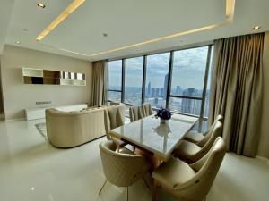For RentCondoWongwianyai, Charoennakor : The Bangkok Sathorn43th floor 119.47 sqm2bedrooms 2bathrooms Fully furniture 89,000/ monthDeposit 2 monthAdvance 1 month