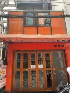 For RentShophouseNana, North Nana,Sukhumvit13, Soi Nana : Code C4201, 3-storey commercial building for rent, Sukhumvit 33 Road. Suitable for many types of businesses