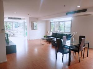 For RentCondoSukhumvit, Asoke, Thonglor : Condo for rent : 2 bedrooms 2 bathroom with bathtub for 131 sqm. on 5th floor with bathtub.With fully furnished and electrical appliances.Just 600 m. to BTS Phromphong , 630 m. to Emporium , 400 m. to The first step Inte