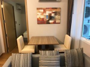 For RentCondoNana, North Nana,Sukhumvit13, Soi Nana : ***Urgent rent, Interlux Premier Sukhumvit 13 project, 1 bedroom, 1 bathroom, size 39 sq.m., 2nd floor, fully furnished, ready to move in, rent 16,000 baht/month, near BTS Asoke, MRT Phetchaburi