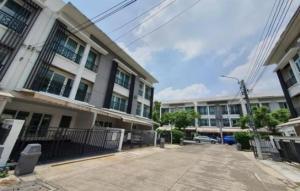 For RentTownhouseLadkrabang, Suwannaphum Airport : 3-storey townhome for rent with furniture, Baan Klang Muang, Rama 9 near ARL Huamark The NINE (HH2-HN726)