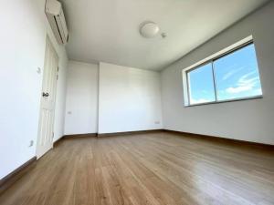 For SaleCondoKasetsart, Ratchayothin : Condo for sale Supalai Park Ratchayothin, 24th floor, corner room, pool view.