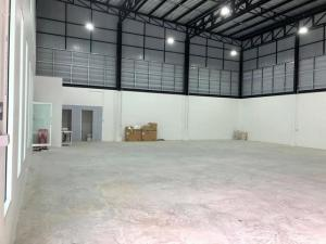 For RentWarehousePattanakan, Srinakarin : 2 storey home office for rent with warehouse in Phatthanakan area, Srinakarin, On Nut. New home office just completed.