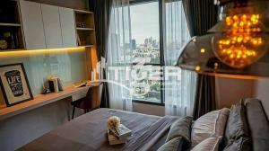 For RentCondoOnnut, Udomsuk : USCR33 1-bedroom / 1-bathroom Classic kitchen unit for rent at Life Sukhumvit 48, includes a balcony