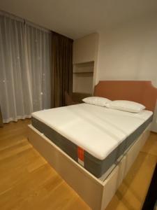 For RentCondoSathorn, Narathiwat : Condo for rent, Noble Silom, Noble Revo Silom, 34 sqm, 17th floor, near BTS Surasak, only 160 meters