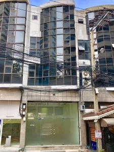 For RentOfficeSukhumvit, Asoke, Thonglor : Office building for rent, office, 4.5 floors, Sukhumvit 39, good location, near BTS Phrom Phong.