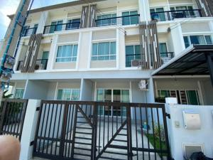 For RentTownhouseKaset Nawamin,Ladplakao : 3-storey townhome for rent, The Plant City Village, Nawamin, can raise animals can register a company