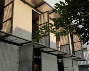 For RentWarehouseLadprao, Central Ladprao : For Rent Rent a small warehouse, area 150 square meters, Soi Ladprao 35, suitable for storing goods or as a studio.