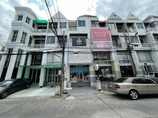 For SaleHome OfficeRamkhamhaeng, Hua Mak : Home office Town in Town for sale. Home office Town in town 3.5Floor 18.2 sq.wa. 7.2 million.