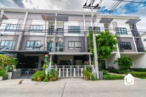 For SaleTownhouseSamrong, Samut Prakan : Townhome for sale, Casa City, Sukhumvit - Samut Prakan. Big townhome, the beginning of the project, price 4.9 million baht
