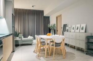 For RentCondoSukhumvit, Asoke, Thonglor : Rent The Lofts Asoke Rent 70K.  With cozy decoration, Nice City view.