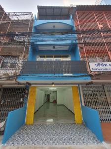For RentShophouseOnnut, Udomsuk : H403-3-storey Commercial Building for Rent at Udomsuk 25