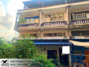 For SaleShophousePattaya, Bangsaen, Chonburi : Commercial building, 2 adjoining booths, with bathrooms on every floor. On Sukhumvit Road