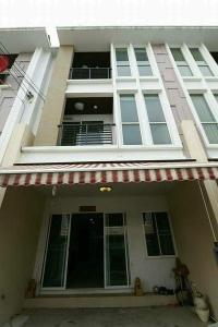 For RentTownhouseLadkrabang, Suwannaphum Airport : 3-storey townhome for rent, Baan Klang Muang Village, Essence On Nut-Wongwaen, near Airport Link Lat Krabang.
