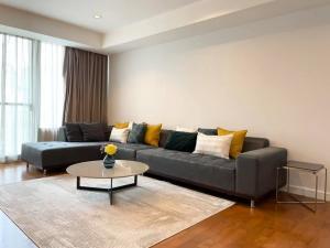 For RentCondoSukhumvit, Asoke, Thonglor : Condo for rent, Baan Siri 24, has 3 bedrooms, 3 bathrooms.