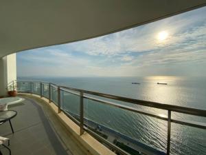 เช่าคอนโดพัทยา บางแสน ชลบุรี : ให้เช่า Reflection beachfront Jomtien 3 ห้องนอน วิวทะเล 90,000 บาท/เดือน