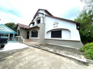 For SaleHouseBangbuathong, Sainoi : Single house for sale, Chollada, Bang Bua Thong, 2 floors, with a certified house, area of 213 square meters, usable area of 420 square meters, is a corner house on 3 roads.