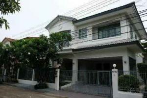 For RentHousePattanakan, Srinakarin : # 2 storey detached house for rent, Manthana Village, Srinakarin By L&H, near Big C, Makro