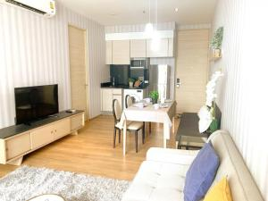 For RentCondoSukhumvit, Asoke, Thonglor : For Rent / Sale :: Park 24 : Condo 2 bedrooms Size 53 sq.m. Floor 13 Nice room and ready to move in